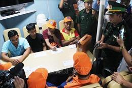 Đưa 7 ngư dân được cứu sống trong vụ chìm tàu gần đảo Bạch Long Vỹ vào đất liền