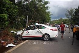 Xe taxi va chạm xe máy, 2 người tử vong