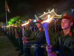 Thăm, tặng quà gia đình chính sách và thắp nến tri ân các anh hùng liệt sĩ