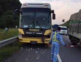 Một phụ nữ tử vong khi băng qua đường cao tốc Nội Bài - Lào Cai