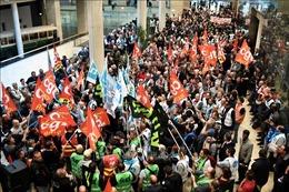 Giao thông tê liệt ở thủ đô Pháp do bãi công phản đối cải cách lương hưu