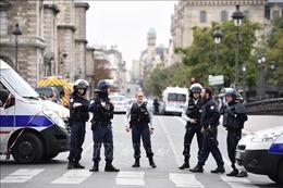 Tấn công bằng dao vào sở cảnh sát ở Paris: 4 cảnh sát thiệt mạng, hung thủ bị tiêu diệt