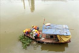 Công ty Xi măng Chinfon Hải Phòng khắc phục sự cố tràn dầu ra sông Thải