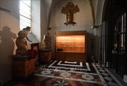 Vụ trộm táo tợn tại một nhà thờ cổ ở Pháp