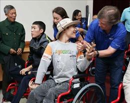 Trao tặng 160 chiếc xe lăn cho người khuyết tật tại Hà Nội