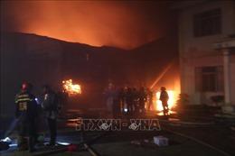Cháy lớn tại công ty sản xuất mica, tấm lợp PVC