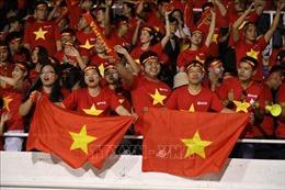 Hàng nghìn CĐV Việt Nam 'nhuộm' đỏ sân Rizal Memorial, Phillipines