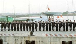 Bộ Tư lệnh Vùng Cảnh sát biển 1 mang quà Tết tới đảo Bạch Long Vĩ