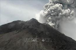 Núi lửa mạnh nhất Indonesia lại 'thức giấc', phun trào tro bụi cao 5 km