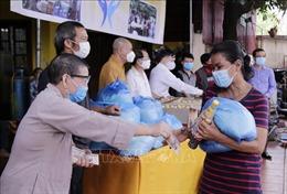 Lào: Ấm áp tình người sẻ chia trong đại dịch COVID - 19