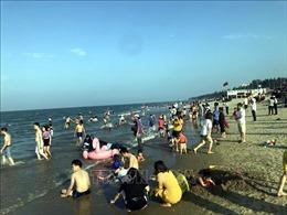 Hàng ngàn du khách đổ về biển Cửa Lò