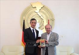 Nhà báo Đức 86 tuổi ra mắt cuốn sách về Chủ tịch Hồ Chí Minh