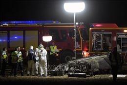 Một chiếc xe gia đình bị lật và bốc cháy, 5 trẻ em thiệt mạng