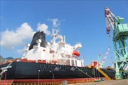 Gắn biển Công trình chào mừng Đại hội Đảng cho tàu chở dầu trọng tải 50.000 tấn