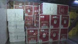 Bắt giữ xe khách vận chuyển gần 1.000 chai rượu ngoại không rõ nguồn gốc