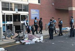 Hàng trăm người đập phá các cửa hàng ở Chicago, Mỹ