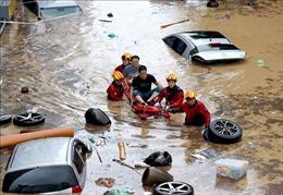Mưa lớn trút xuống miền Trung Hàn Quốc gây ngập lụt, lở đất