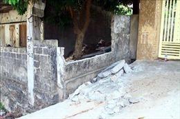Tường rào nhà dân bất ngờ đổ sập làm một học sinh tử vong