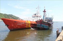 Cứu hộ thành công tàu cá hỏng máy cùng ngư dân gặp nạn