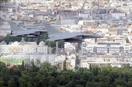 Thủ đô Paris chấn động vì tiếng nổ siêu thanh