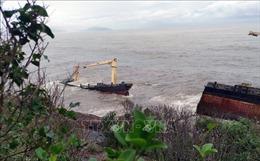 Chưa có dấu hiệu rò rỉ dầu trên tàu JAKARTA bị gãy đôi