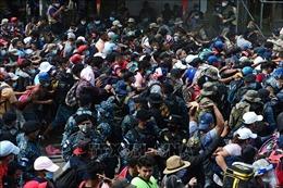 Guatemala hồi hương đoàn người Honduras tìm đường tới Mỹ