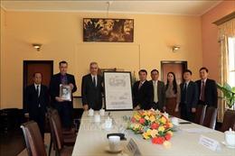 Đại sứ Pháp tại Việt Nam tặng tỉnh Lâm Đồng bản sao số hóa sơ đồ thiết kế Dinh III Bảo Đại