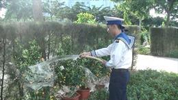 Vượt sóng cấp 8, quất Tết Văn Giang đến với nhà giàn DK 1