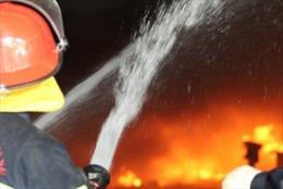 Khống chế hỏa hoạn trong đêm tại nhà xưởng công ty may