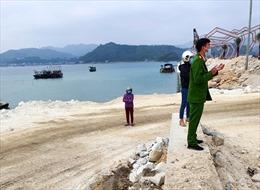 Yêu cầu doanh nghiệp đổ trộm đất đá xuống vịnh Bái Tử Long hoàn trả mặt bằng