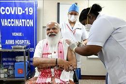 Thủ tướng Ấn Độ tiêm vaccine ngừa COVID-19