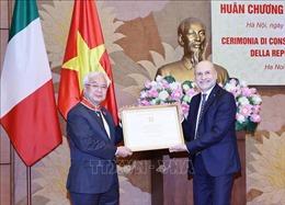 Trao tặng Huân chương Công trạng Italy cho ông Phan Thanh Bình
