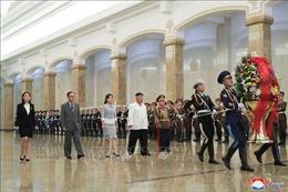 Nhà lãnh đạo Triều Tiên cùng phu nhân viếng cung Thái Dương