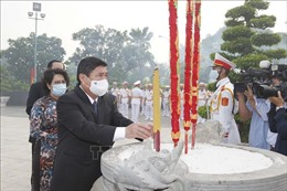 Dâng hương, dâng hoa tưởng nhớ Chủ tịch Hồ Chí Minh, Chủ tịch Tôn Đức Thắng