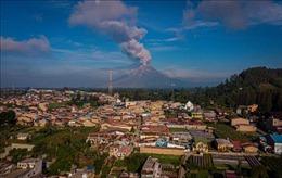 Núi lửa Sinabung của Indonesia tiếp tục phun trào