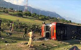 Lật xe khách giường nằm ở Ninh Thuận, nhiều hành khách bị thương