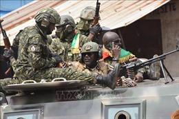 Chỉ huy đảo chính họp với các quan chức Chính phủ Guinea