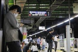 Mất điện do hỏa hoạn gây gián đoạn dịch vụ đường sắt tại Nhật Bản