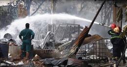 Cháy kho chứa hóa chất ở Bình Dương, hơn chục xe cứu hỏa được điều động