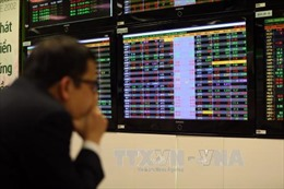 Chứng khoán đỏ sàn, VN-Index giảm hơn 18 điểm