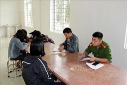 Buộc thôi học một tuần đối với 4 nữ sinh đánh bạn tại Nghệ An