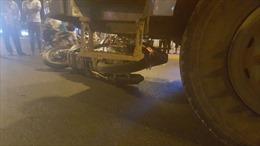 Thai phụ điều khiển xe máy bị xe tải tông trực diện, 3 người bị thương