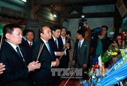 Thủ tướng Nguyễn Xuân Phúc dâng hương, tưởng nhớ Chủ tịch Hồ Chí Minh