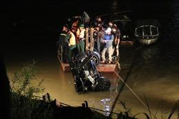 Danh tính hai nạn nhân nữ trong vụ ô tô rơi xuống sông Hồng đã được xác định
