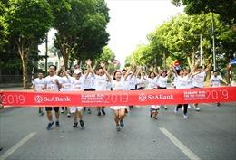 Khoảng 2.300 người tham gia giải chạy cộng đồng gây quỹ cho trẻ em nghèo hiếu học