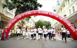 Khoảng 1.700 người chạy gây quỹ học bổng cho trẻ em nghèo tại TP Hồ Chí Minh