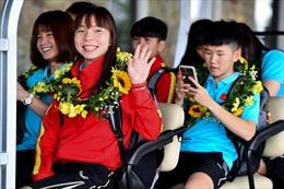 Các bóng hồng đội bóng đá nữ Việt Nam gây bất ngờ với màn hóa thân rực rỡ những ngày đầu năm mới