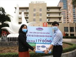 Vinamilk hỗ trợ 1 tỷ đồng tăng cường sản phẩm dinh dưỡng cho bác sĩ và bệnh nhân Bệnh viện Bạch Mai