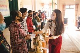 Phạm Phương Thảo quyên góp hơn 400 triệu đồng hỗ trợ người dân khó khăn vì dịch COVID-19 ở quê nhà