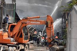 Cháy lớn ở khu vực Nhà máy hoá chất tại Đức Giang